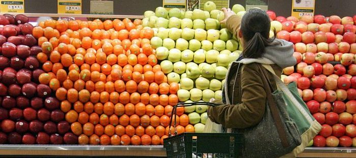 A woman selects apples while shopping in the produce section at Whole Foods January 13, 2005 in New York City.  (Photo by Stephen Chernin/Getty Images)