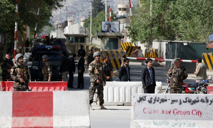 Afghan security forces stand guard near the site of a blast in Kabul, Afghanistan April 30, 2018. (Reuters/Omar Sobhani)