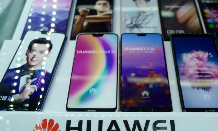Huawei smartphones on display in a shop in Shanghai on May 3, 2018. Chinese mobile manufacturers Huawei and ZTE have come under U.S. scrutiny for security reasons as the trade battle between China focuses on technological issues. (Johannes Eisele/AFP)