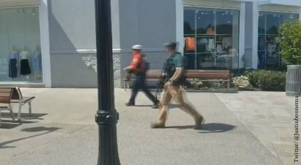 Police walk by mall in response to Nashville shooting. (Twitter/@Justinbonnema via Reuters TV)