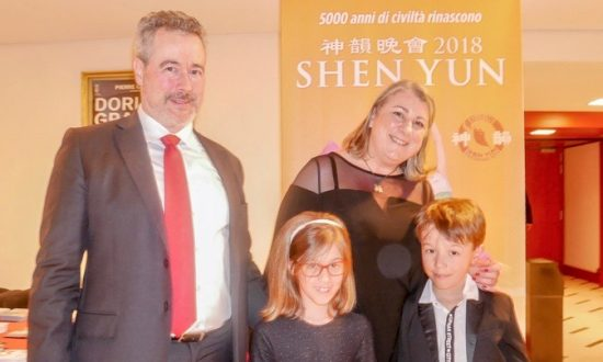 Estate Managing Director: Shen Yun Takes You Back in Time, 'Frees up Your Mind'