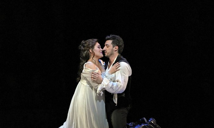 "Ailyn Pérez as Juliette and Charles Castronovo as Roméo in Gounod's ""Roméo et Juliette."" Andrea Shin stepped in for Castronovo on the night the performance was reviewed. (Ken Howard / The Metropolitan Opera)"