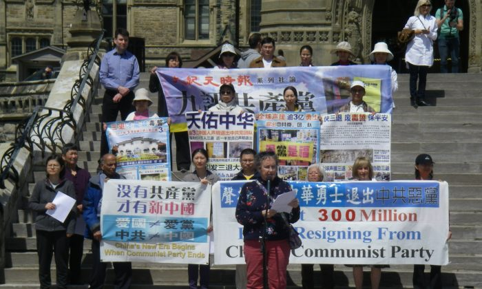 Supporters of the rapidly growing Tuidang movement, in which Chinese people worldwide are renouncing their ties to the Chinese Communist Party (CCP), gather on Parliament Hill in Ottawa on May 6, 2018, to mark the milestone reached in March 2018 of 300 million Chinese people having quit the CCP and its affiliated youth organizations. (The Epoch Times)