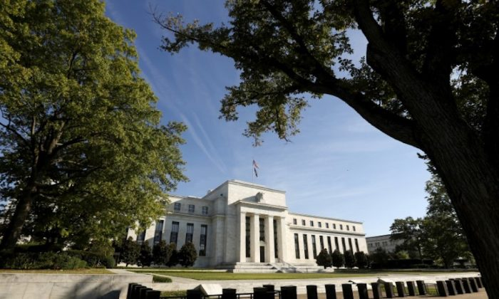 FILE PHOTO: The Federal Reserve headquarters in Washington Sep.16 2015.  (REUTERS/Kevin Lamarque/File Photo)