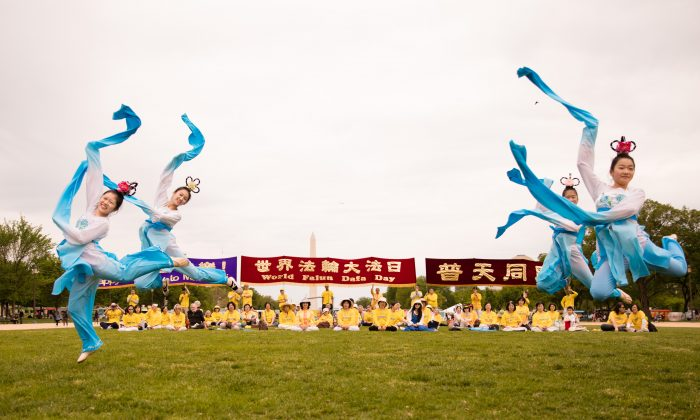 "Falun Dafa practitioners perform the ""Water Sleeves"" dance during a World Falun Dafa Day celebration on the National Mall in Washington on May 5, 2018. (Samira Bouaou/The Epoch Times)"