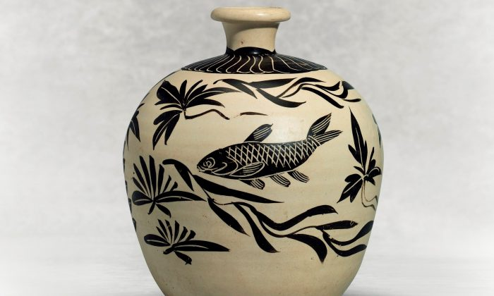 "A  Painted  Cizhou  ""Fish"" Truncated Meiping, Northern  Sing-Jin  Dynasty  (960-1234).  