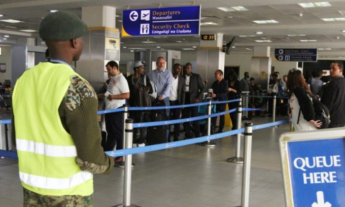 Travellers queue to be screened after the Kenya Airports Authority installed health devices to screen for Ebola outbreak at the Jomo Kenyatta airport in Nairobi, Kenya May 11, 2018. (REUTERS/Stringer)