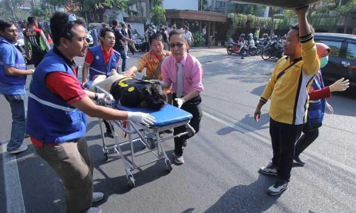 A person injured from a blast at the Indonesian Christian Church is evacuated to a waiting ambulance in Surabaya, East Java, Indonesia May 13, 2018. (Antara Foto/Didik Suhartono/ via Reuters)