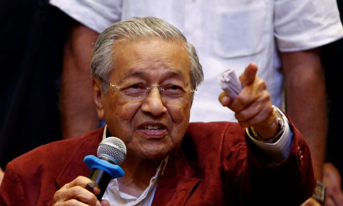 Mahathir Mohamad, returning Malaysian prime minister and Pakatan Harapan (Alliance of Hope) leader reacts during a news conference after general election, in Petaling Jaya, Malaysia, May 10, 2018. (Reuters/Lai Seng Sin)