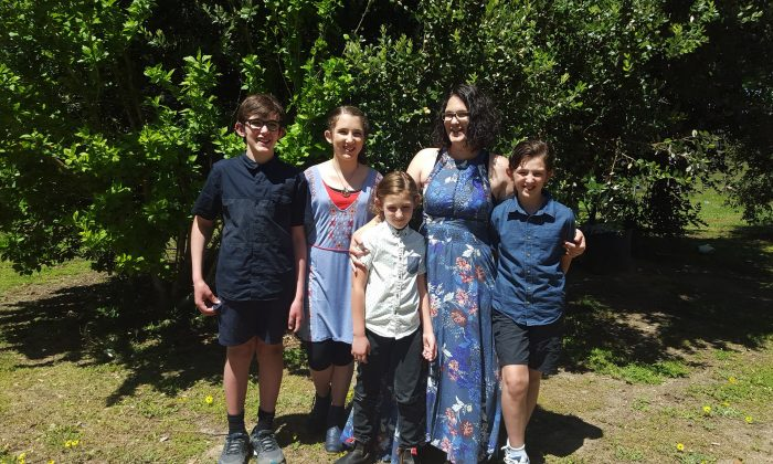 Katrina Miles and her four children. (Katrina Miles/Facebook)