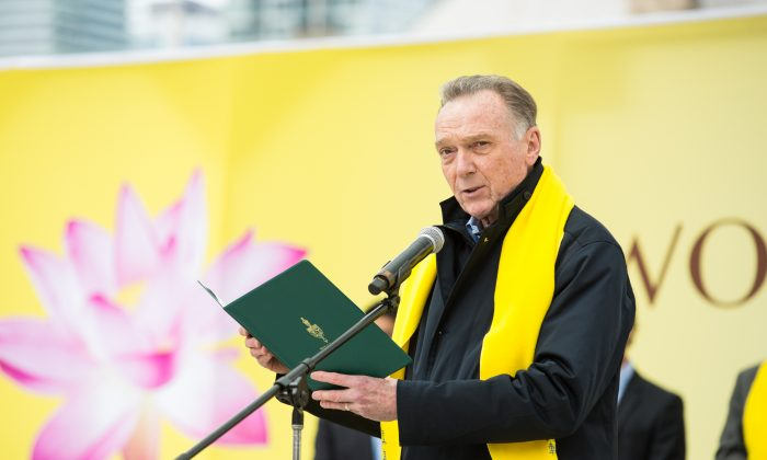 Conservative MP Peter Kent reads a statement from Conservative Party leader Andrew Scheer congratulating Falun Dafa adherents on the Falun Dafa Day on May 12, 2018, in Toronto. (Evan Ning/The Epoch Times)