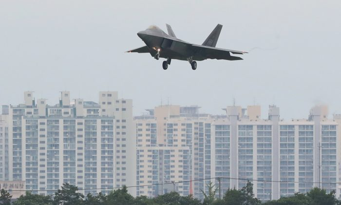 A U.S. Air Force F-22 Raptor fighter jet flies over an apartment complex in Gwangju, South Korea, May 16, 2018. (Yonhap via Reuters)