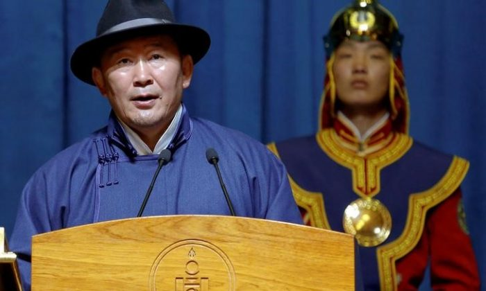 New Mongolia's president Khaltmaa Battulga speaks during his inauguration ceremony in Ulaanbaatar, Mongolia July 10, 2017. (REUTERS/B. Rentsendorj)