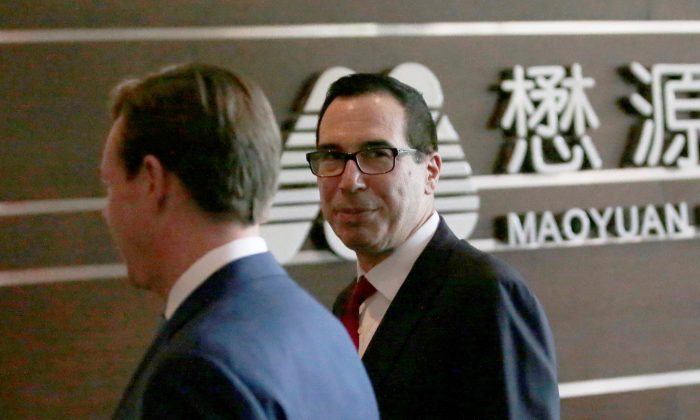 U.S. Treasury Secretary Steven Mnuchin (R) is seen as he and a U.S. delegation for trade talks with China arrive at a hotel in Beijing, China on May 3, 2018. (REUTERS/Jason Lee)