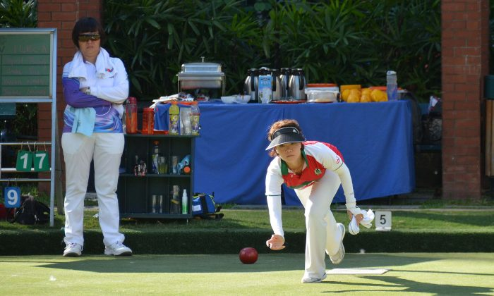 Tammy Tham (delivering) Kowloon Cricket Club on her way to acquiring the only two points they got from defending champion Island Lawn Bowls Club during the league match last weekend, May 19.  ILBC remained at top and KCC dropped to third after the game. (Stephanie Worth)