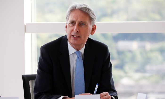 Britain's Chancellor of the Exchequer Philip Hammond attends a meeting of regional leaders of the financial and professional services in Halifax, Britain, May 17, 2018. (Reuters/Craig Brough/File Photo)