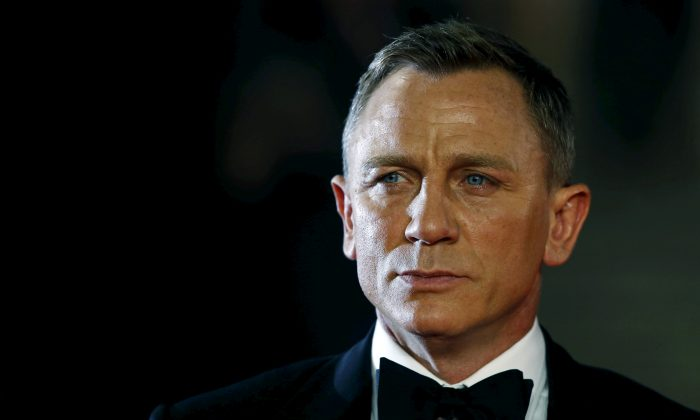 "Daniel Craig poses for photographers as he attends the world premiere of the new James Bond 007 film ""Spectre"" at the Royal Albert Hall in London, Britain, October 26, 2015. (Reuters/Luke MacGregor/File Photo)"