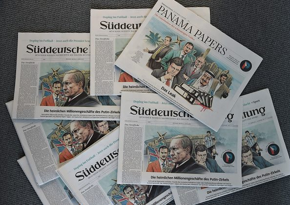 "A photo taken on April 7, 2016 in Munich, southern Germany, at the office of the German daily ""Sueddeutsche Zeitung"" shows several issues of the newspaper dated April 4, 2016. (CHRISTOF STACHE/AFP/Getty Images)"