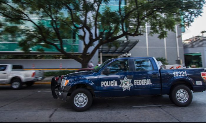 Federal Police patrol around a hospital in Guadalajara, Mexico on January 2, 2016. (HECTOR GUERRERO/AFP/Getty Images)