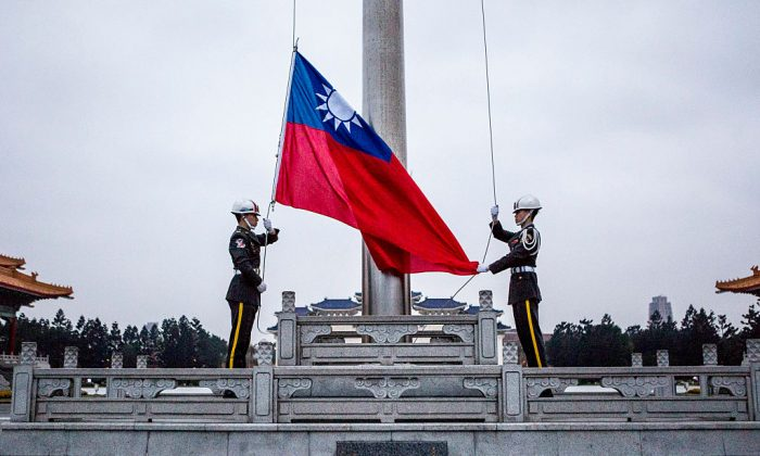 Honor guards raise the Taiwan flag in the Chiang Kai-shek Memorial Hall square on Jan. 14, 2016 in Taipei, Taiwan. (Ulet Ifansasti/Getty Images)