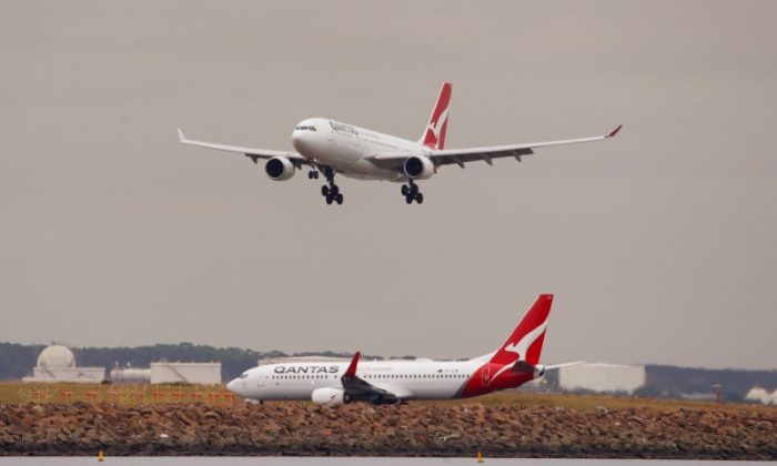 A Qantas plane lands at Kingsford Smith International Airport in Sydney, Australia, February 22, 2018. (Reuters/Daniel Munoz)