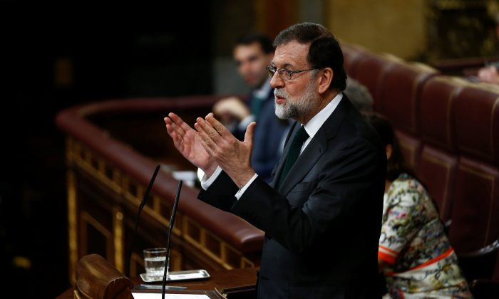 Spain's Prime Minister Mariano Rajoy addresses Parliament on the final day of a motion of no confidence debate in Madrid, Spain, June 1, 2018. (Reuters/Stringer)