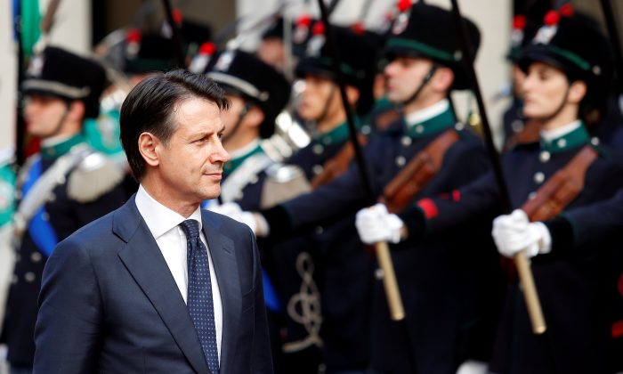 Italy's Prime Minister Giuseppe Conte reviews the guard of honour at Chigi palace in Rome, Italy, June 1, 2018. (Reuters/Alessandro Bianchi)