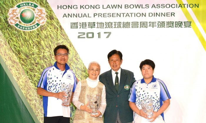 (L-R) Elite bowlers Tony Cheung, Shirley Ko and Vivian Yip display their first Bowler of the Year (BOTY) Awards which they received from the HKLBA President Vincent Cheung (Green Jacket) at the Annual Presentation Dinner last Friday May 25. (Stephanie Worth)