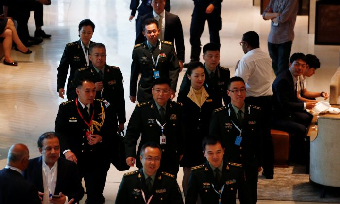 Chinese People's Liberation Army Lieutenant-General He Lei (C) arrives at the IISS Shangri-la Dialogue in Singapore June 1, 2018. (Reuters/Edgar Su/File Photo)