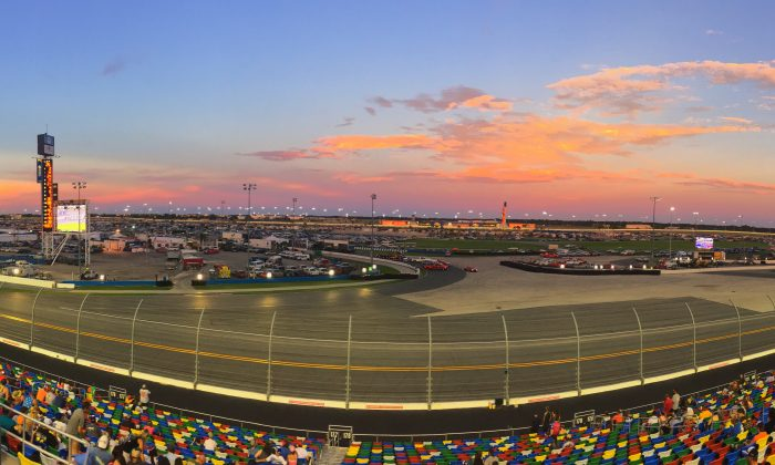 Sunset at Daytona International Speedway during the Coke Zero 400 on July 1, 2017. (Chad Sparkes/cc-by-2.0)