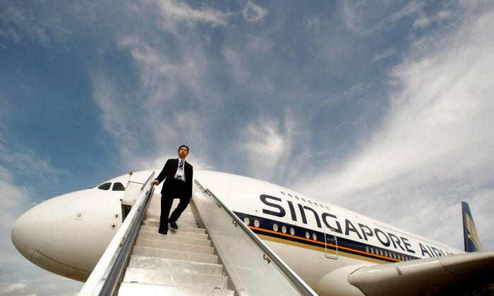 A Singapore Airlines staff member walks down a set of stairs from an Airbus A380 at Sydney International Airport October 26, 2007.  (Reuters/Tim Wimborne/File Photo)