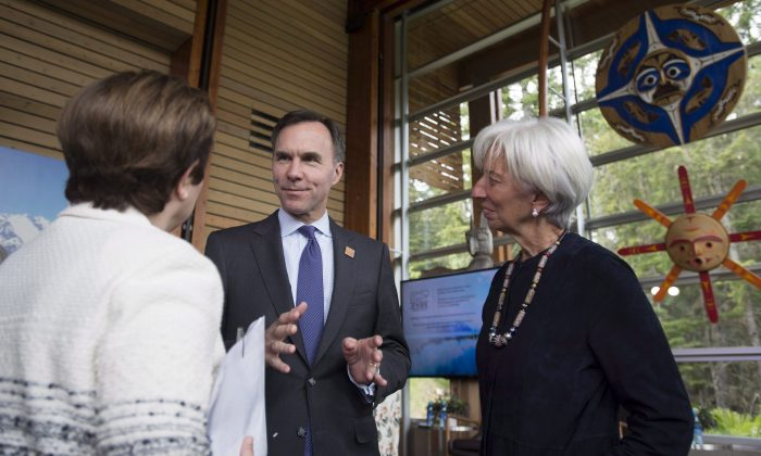 Finance Minister Bill Morneau speaks with World Bank CEO Kristalina Georgieva (L) and International Monetary Fund managing director Christine Lagarde during a meeting for the G7 Finance and Central Bank Governors in Whistler, B.C., on May 31. (The Canadian Press/Jonathan Hayward)