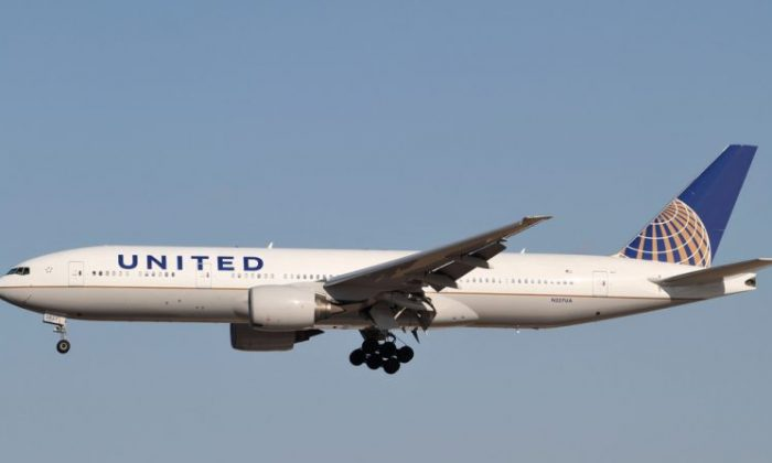 A United Airlines plane was forced to turn around on Nov. 3 after an altercation between a passenger and flight attendant turned violent. (By Kentaro Iemoto from Tokyo, Japan (United Airlines B777-200ER(N227UA)) [CC BY-SA 2.0 (https://creativecommons.org/licenses/by-sa/2.0)], via Wikimedia Commons)