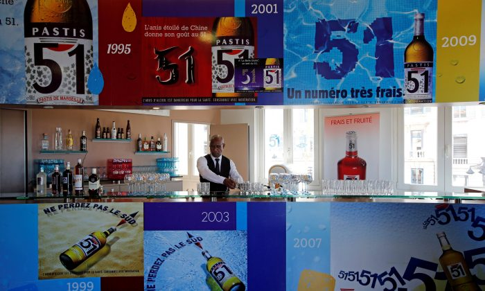 "A barman of French drinks maker Pernod Ricard group prepares drinks for clients at the ""Club Pernod"" in Marseille, France, on April 27, 2016. (Jean-Paul Pelissier/Reuters)"