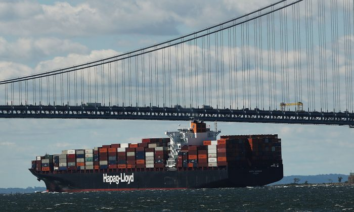 A fully loaded cargo ship in the New York Harbor on Aug. 22, 2016. (Spencer Platt/Getty Images)