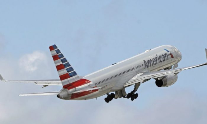 American Airlines flight mid-air. (AP Photo/Alan Diaz)