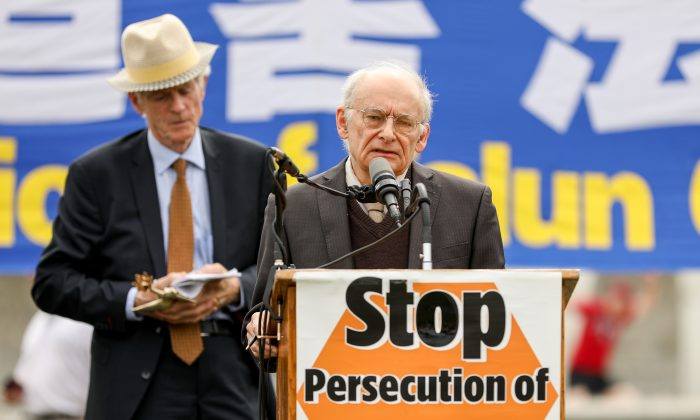 David Matas (R) speaks at a rally after receiving the Friends of Falun Gong Human Rights award jointly with David Kilgour (L) on June 20, 2018 in Washington. (Samira Bouaou/The Epoch Times)
