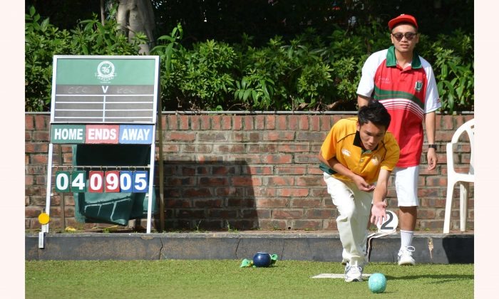 Craigengower Cricket Club's Lee Ka Ho (Delivering) successfully kept two points in the pocket against his ex-HKYDT teammate Ken Chan from Kowloon Cricket Club at the Premier League Division 1 match last weekend, June 16.  CCC suffered their first loss of the season and dropped to second place after the game. (Stephanie Worth)