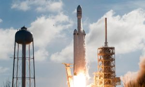 SpaceX Wins $130 Million Contract to Launch Falcon Heavy Rocket