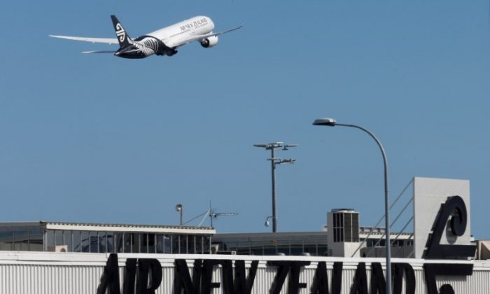 An Air New Zealand Boeing Dreamliner 787 takes off from Auckland Airport in New Zealand, on Sept. 20, 2017.   (Reuters/Nigel Marple/File Photo)