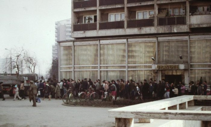 People stand in line for cooking oil in Bucharest, in communist Romania, 1986. (Courtesy photo by Scott Edelman)