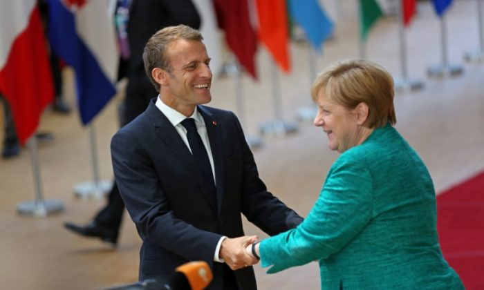 French President Emmanuel Macron greets Germany's Chancellor Angela Merkel as they arrive at an European Union leaders summit in Brussels, Belgium, June 28, 2018. (Reuters/Eva Plevier)