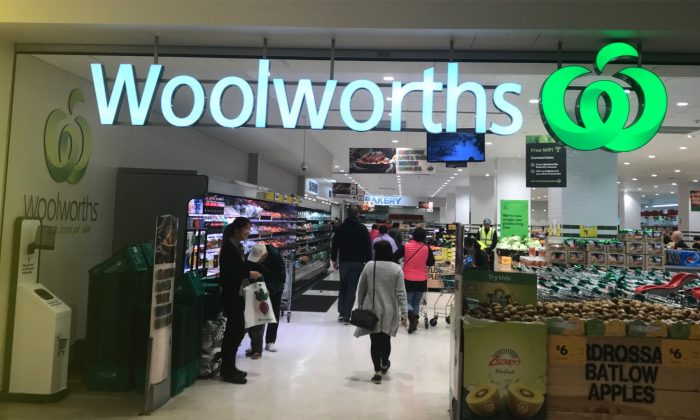 Woolworths supermarket in Sydney. (Calvin Zhang/NTD)