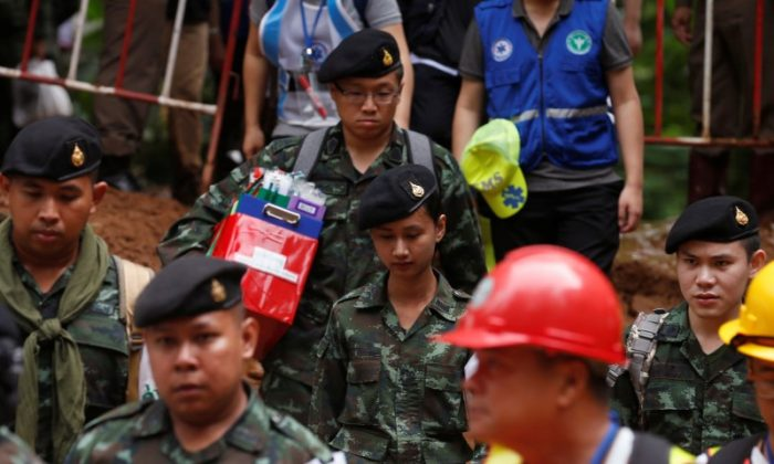 Soldiers and rescue workers are seen during a drill, near the Tham Luang cave complex, as an ongoing search for members of an under-16 soccer team and their coach continues, in the northern province of Chiang Rai, Thailand, June 30, 2018. (Reuters/Soe Zeya Tun)