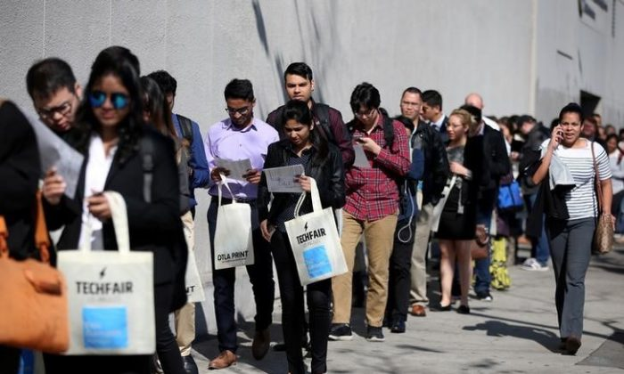 People wait in line to attend TechFair LA, a technology job fair, in Los Angeles, California, on Jan. 26, 2017. (REUTERS/Lucy Nicholson/File Photo)