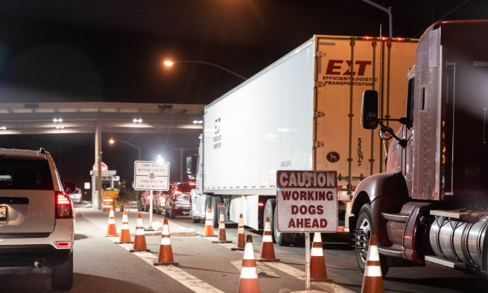 A Border Patrol checkpoint on Hwy. 8, east of Yuma, Ariz., on May 25, 2018. (Samira Bouaou/The Epoch Times)