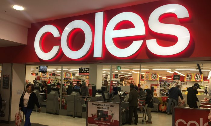 Coles supermarket has announced it would provide complimentary reusable bags to shoppers until July 8, 2018, for several states. (Janita Kan/Ntd.tv)