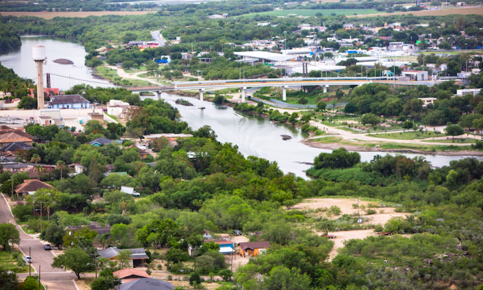 An aerial view of the Rio Grande separating the Texas city of Roma (L) and the Mexican city of Ciudad Miguel AlemÃn on May 30, 2017. (Benjamin Chasteen/The Epoch Times)