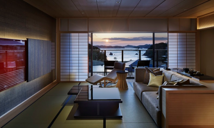 The resort of XIV Toba Bettei overlooks the waters of Ise-Shima. It features a traditional Japanese-style garden with a large pond that creates an illusion of continuity with the sea.