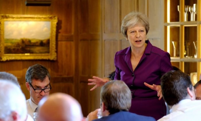 Britain's Prime Minister Theresa May commences a meeting with her cabinet to discuss the government's Brexit plans at Chequers, the Prime Minister's official country residence, near Aylesbury, Britain, July 6, 2018. (Joel Rouse/MOD/Handout via Reuters)